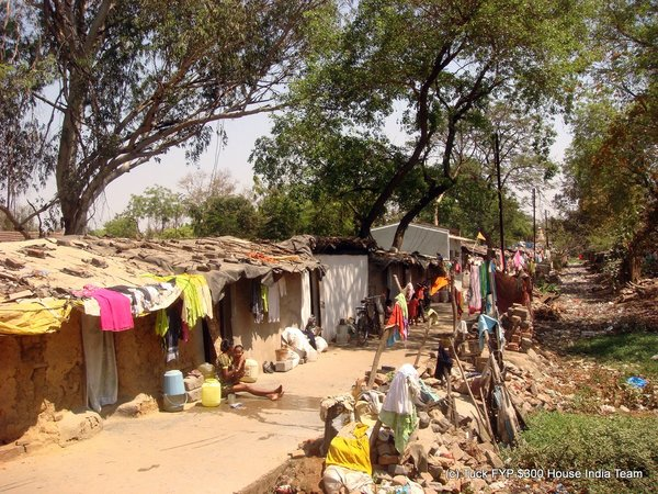 Mahalaxmi Canal Slum in Raipur: the combination of illegal land and no sanitation services